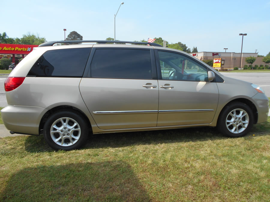 Toyota Sienna - Current price contact the number above.